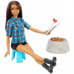 Barbie a tábortűz mellett, barna bőrű - Barbie babák - Barbie babák Barbie